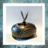 keepsake-miniurn-bol-brons-bronze-gedenkobject-libelle-dragonfly