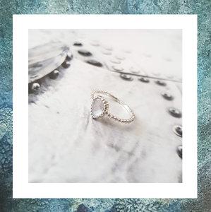 asring-ring-met-as-juweel-ring-as-hoog-labradoriet-grijsblauw
